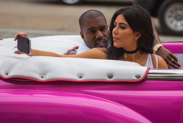 Kim kardashian stands by vintage pink car in throwback snap from