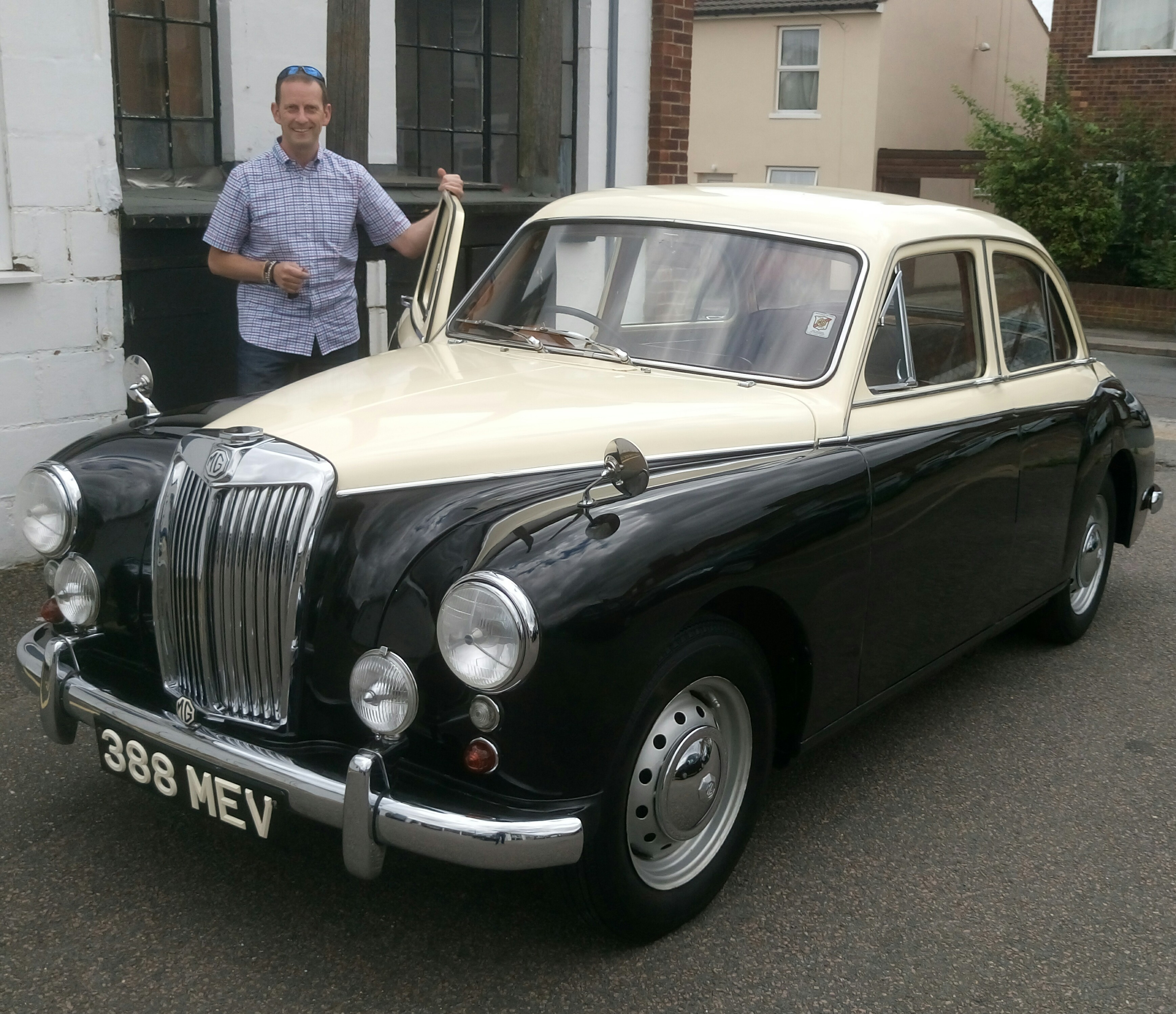 Mr Gladwin Collecting His MG Magnette