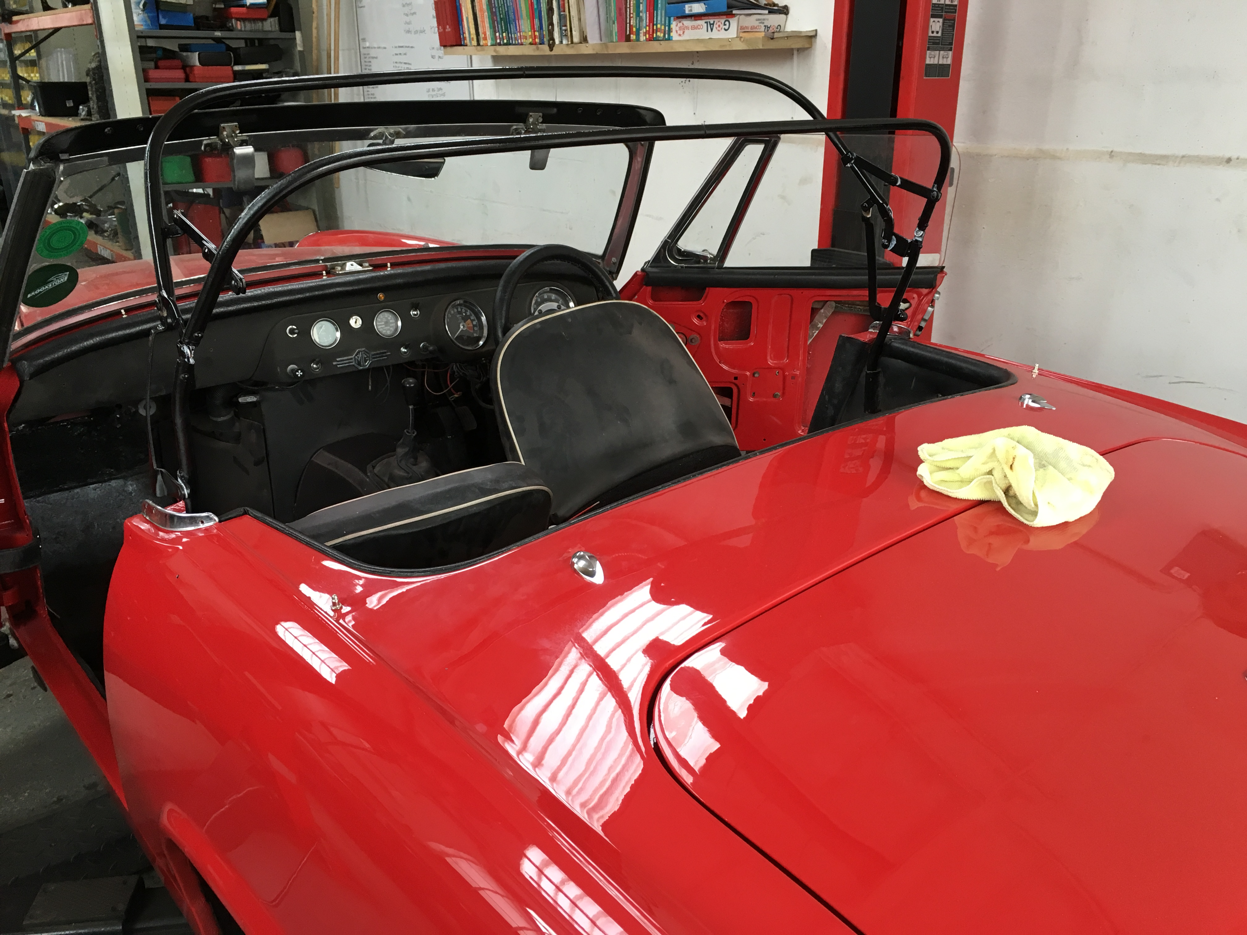 1966 MG Midget - Fitting the roof