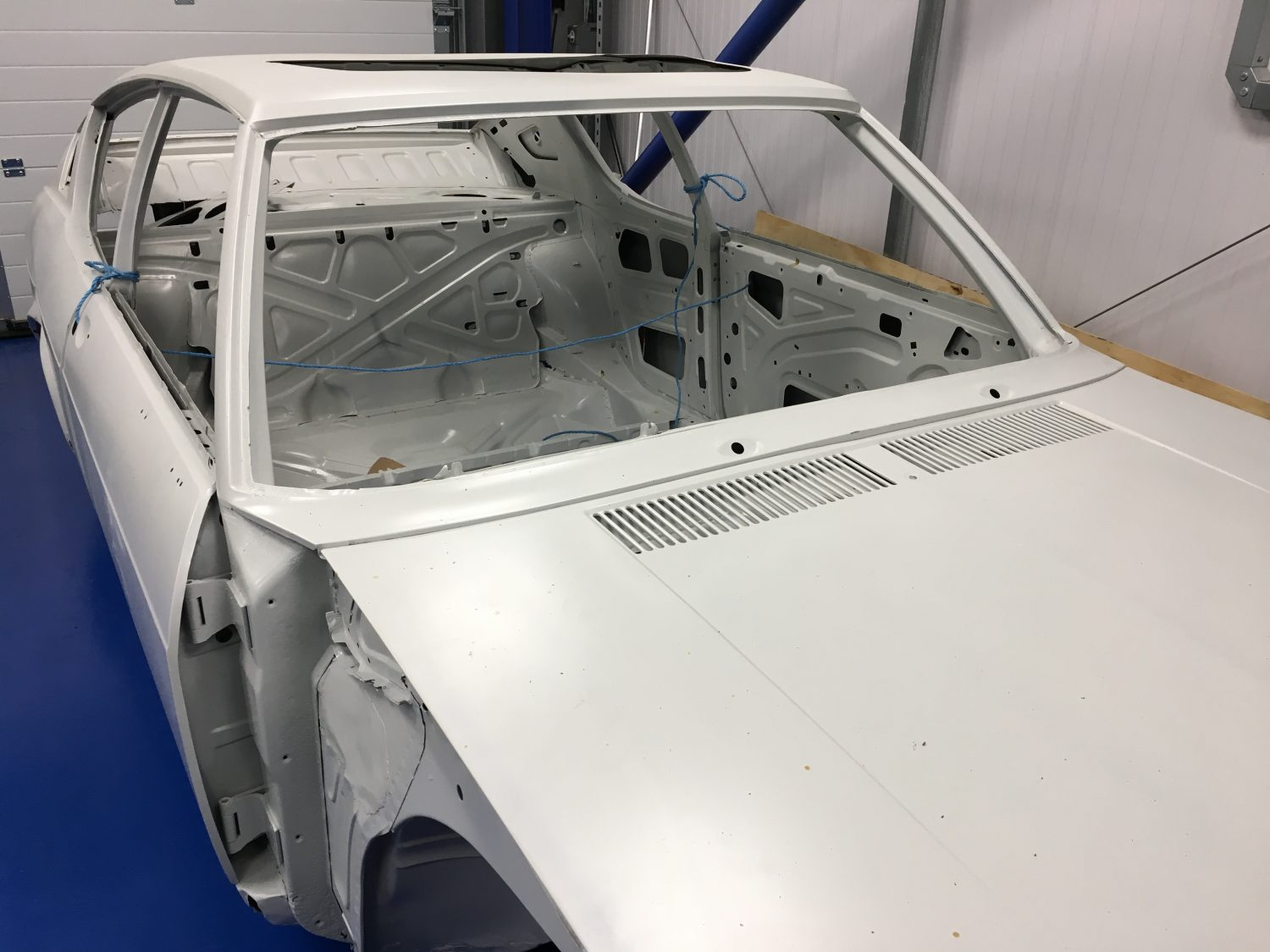 Audi 100 Coupe S arrives back from chemical treatment