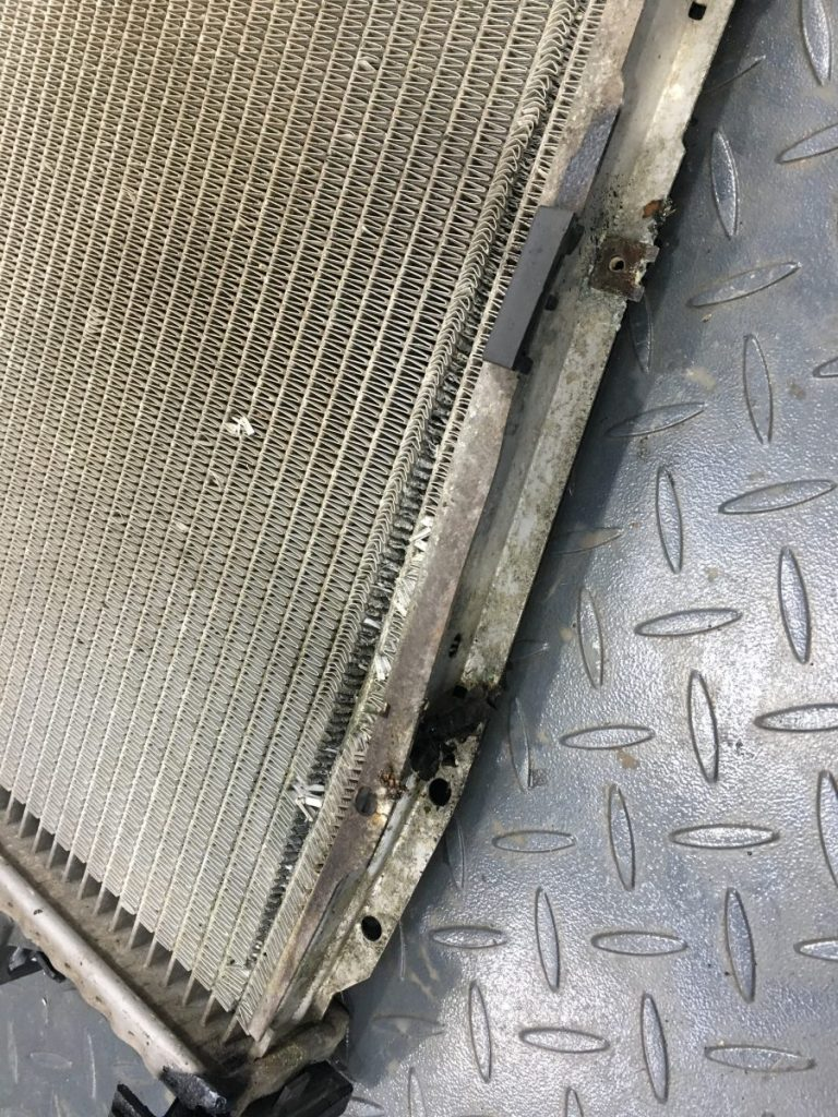 Replacing the damaged BMW 840 radiator