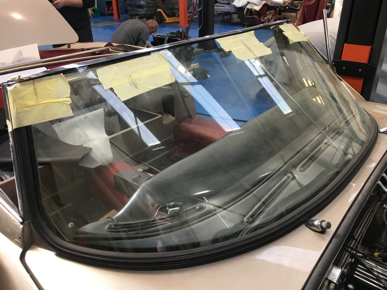 Fitting the V12 E-Type windscreen