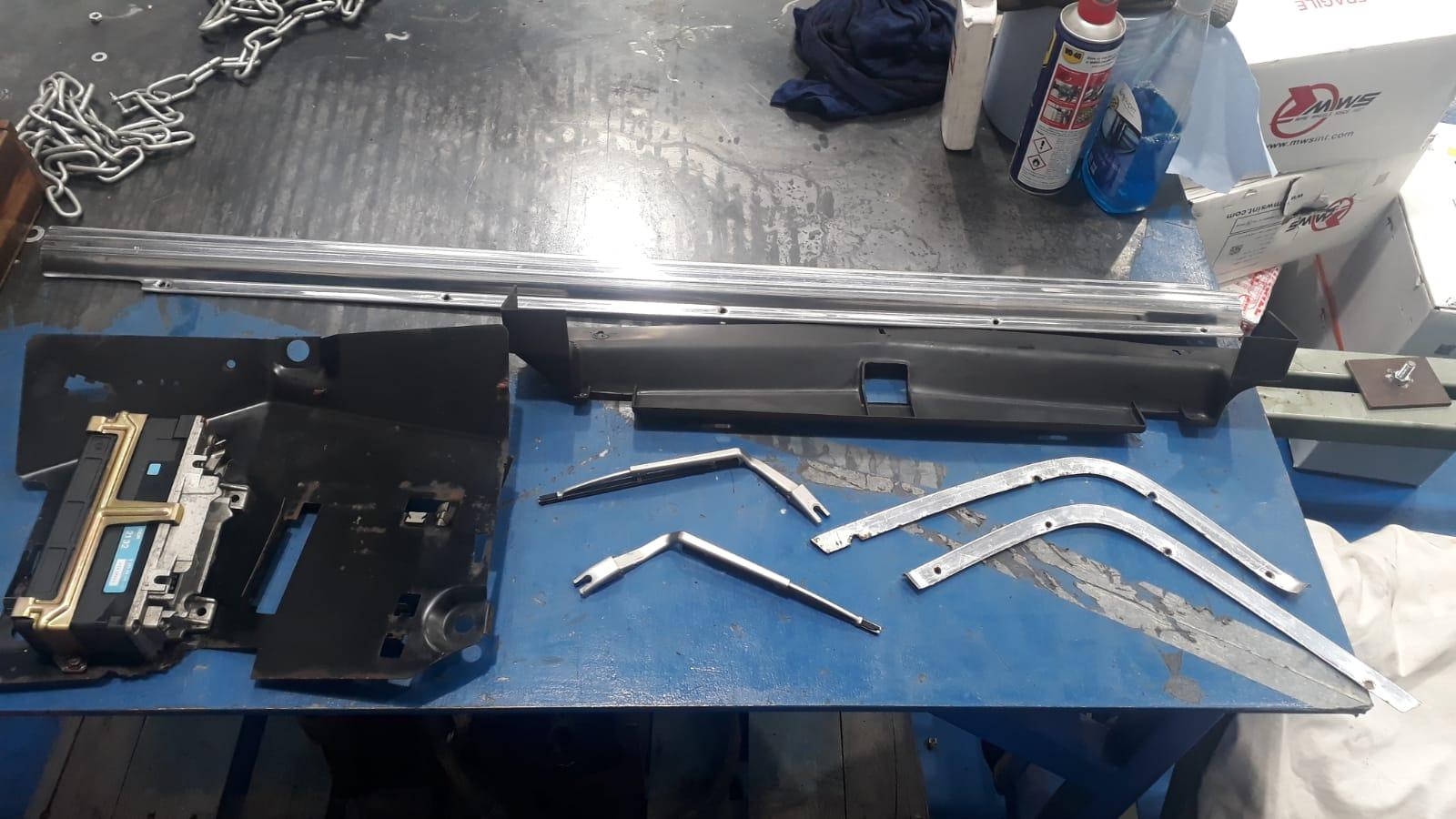 Mercedes 500SL – More parts to restore