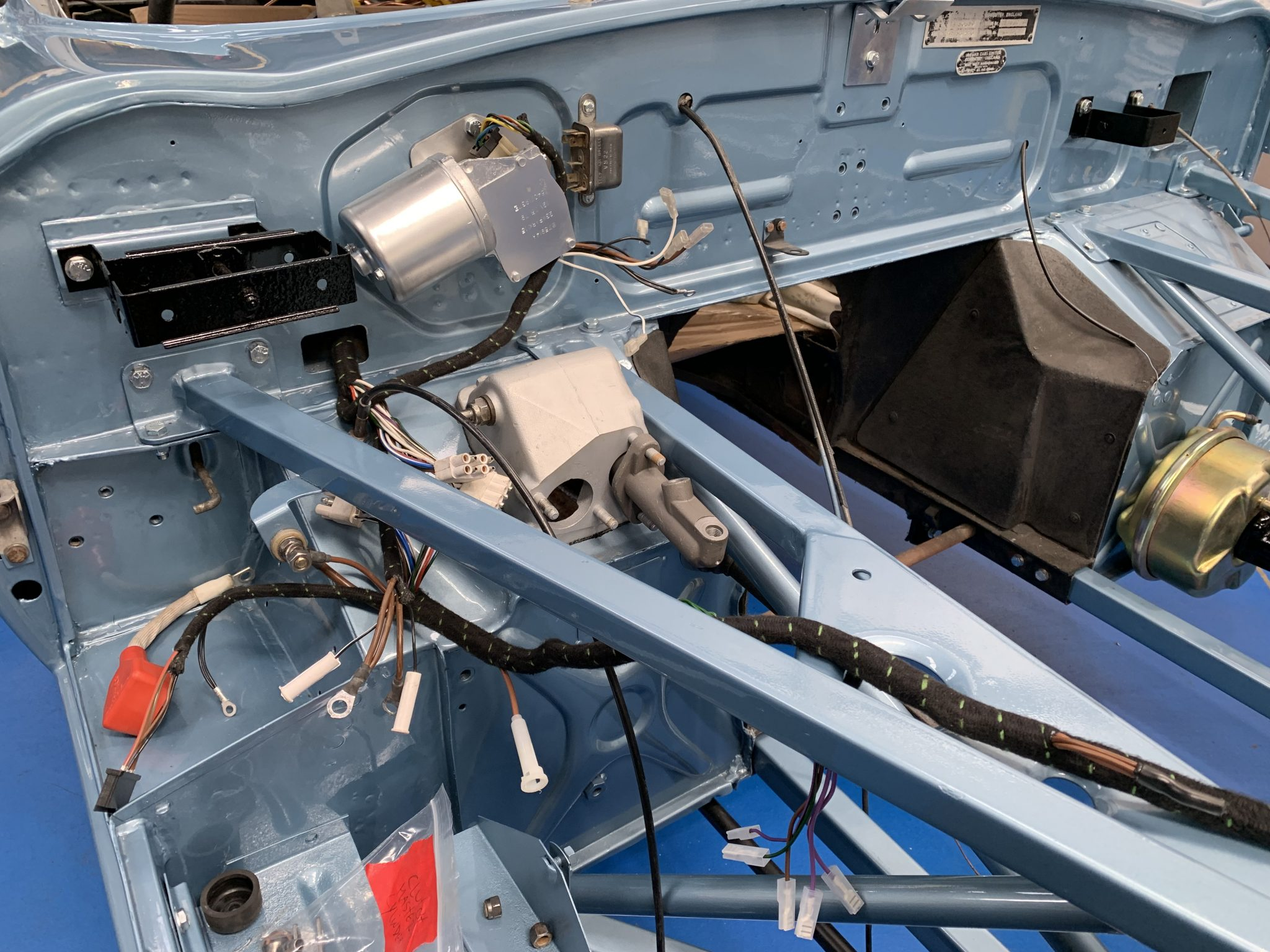 Fitting up the E-Type wiring loom
