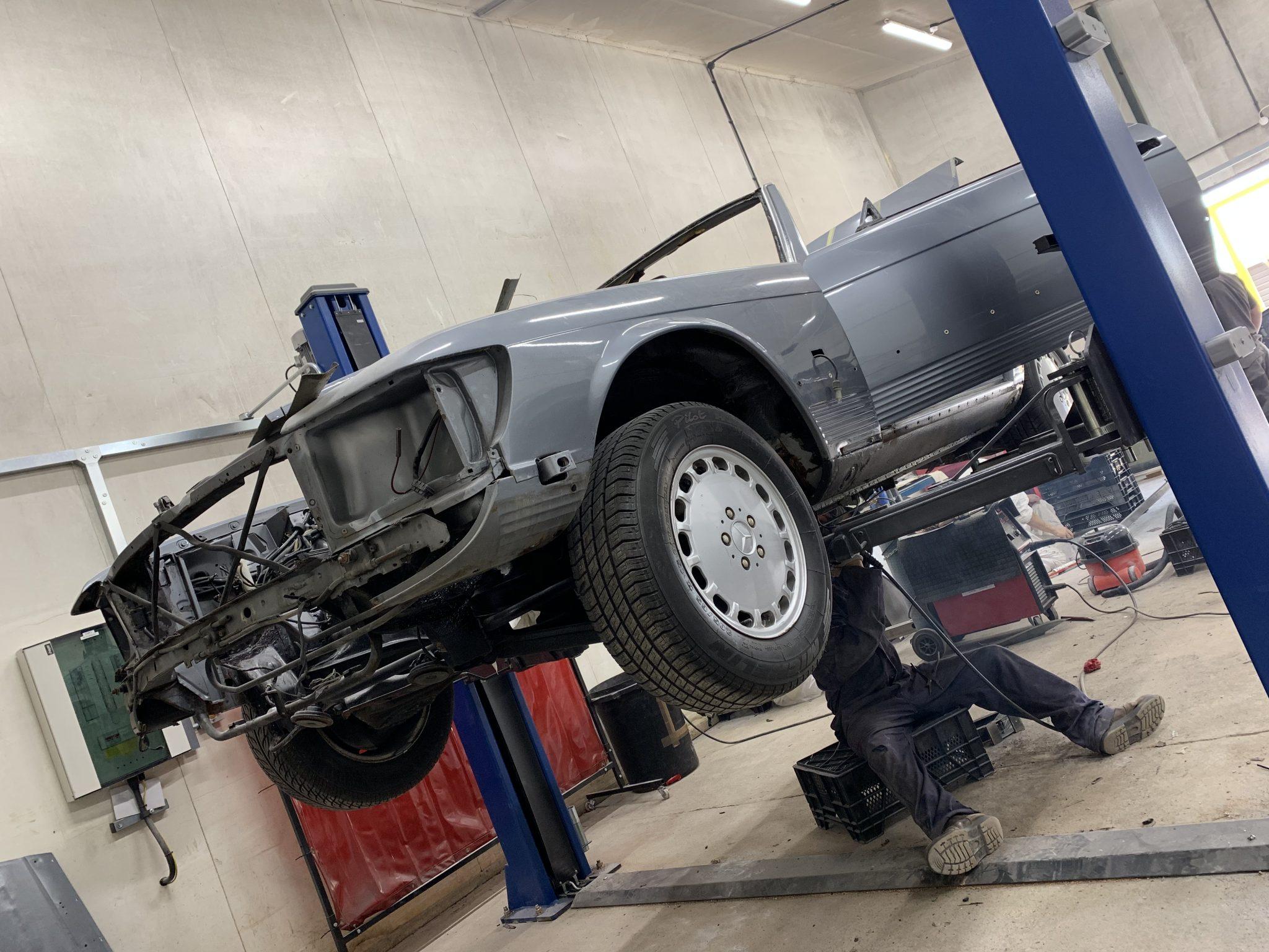 1987 Mercedes SL500: Replacing Panels