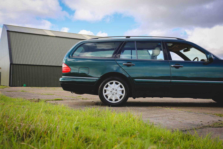 1997_Mercedes_Benz_e320_08